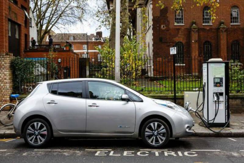Investigación revela que los automóviles eléctricos son más baratos que los autos de gasolina o diésel en el Reino Unido, Estados Unidos y Japón.