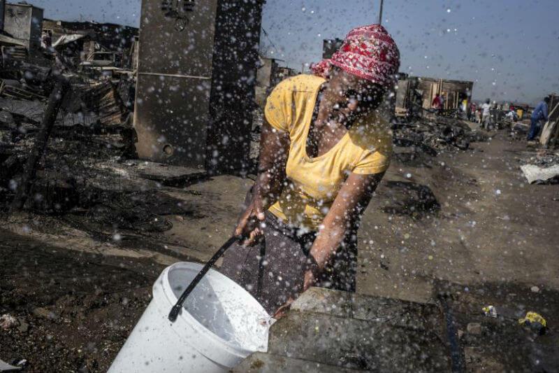 Los barrios marginales en Nairobi se ven particularmente afectados por el calor extremo debido a la falta de estándares de construcción.