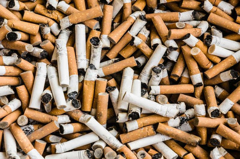 La iniciativa Smoke Life recolecta las colillas y las convierte en productos útiles, como suelas para zapatos, evitando así la contaminación del medio ambiente.