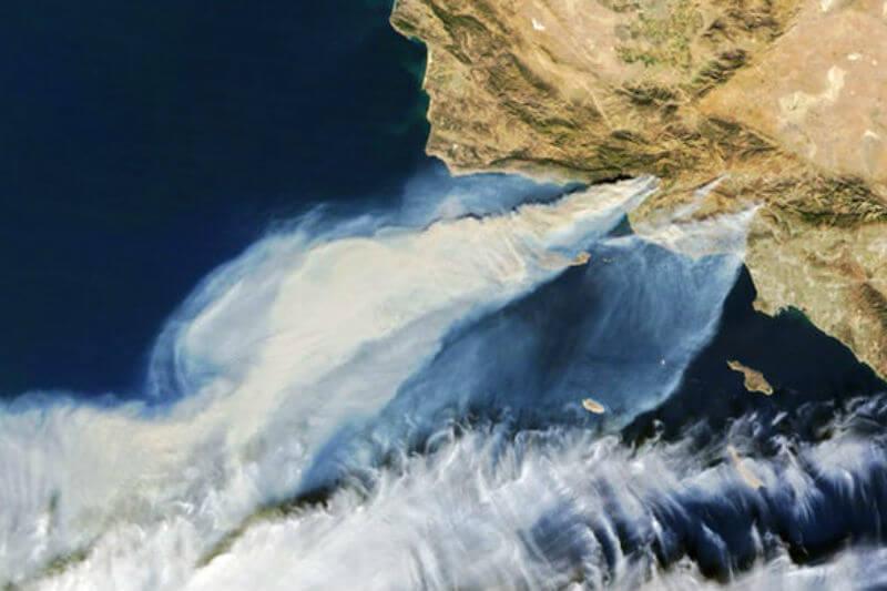 Kelsey Bisson realizó una expedición en la costa de California y observó cómo las cenizas del incendio Thomas pueden afectar el ecosistema marino costero.