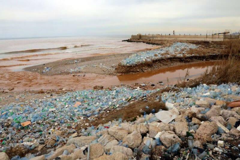 Una nueva colaboración desarrollará tecnologías para plantas de tratamiento de aguas residuales y vías fluviales para detener el flujo de plástico en el mar.