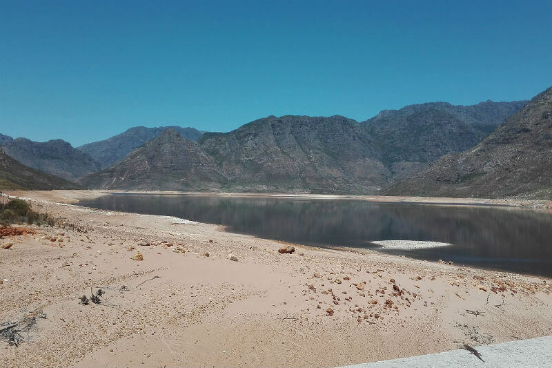 """A menos que la Ciudad del Cabo adopte un racionamiento generalizado, los grifos """"se apagarán"""" el 22 de abril, porque no habrá más agua para entregar."""