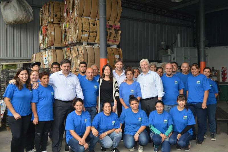 Creando Conciencia es una cooperativa que recolecta, clasifica y recicla residuos y propicia la inclusión social dentro de su comunidad.