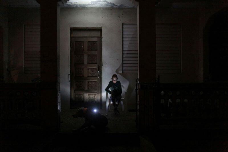 El fotógrafo de Reuters Alvin Baez pasó las últimas dos semanas de enero en la isla, documentando cómo es la vida de los sobrevivientes del huracán María.