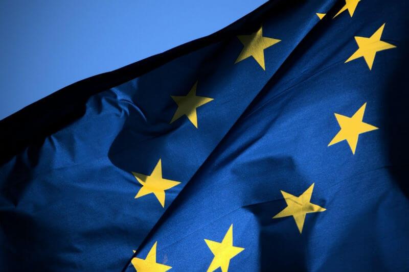 Legisladores europeos apoyaron un acuerdo para reducir las emisiones de gases de efecto invernadero de 12,000 instalaciones industriales y eléctricas para 2020.