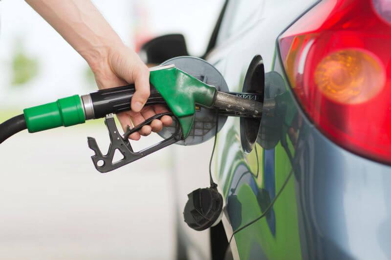 La normativa de cambio climático prevé restringir los autos de diésel en 2025 y los de gasolina a partir de 2035.