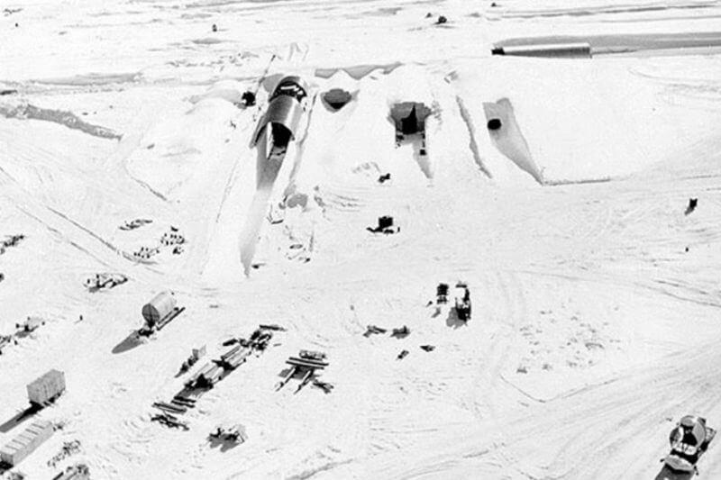 Camp Century fue construida bajo el hielo de Groenlandia. Hoy el calentamiento global puede hacerla aflorar y poner en riesgo a la población por contaminación.