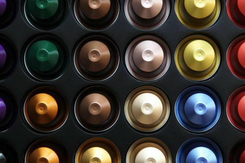 El anteproyecto de la Ley de Residuos quiere vetar platos plásticos, cápsulas de café, rasuradoras, encendedores desechables y restringir las toallas húmedas.