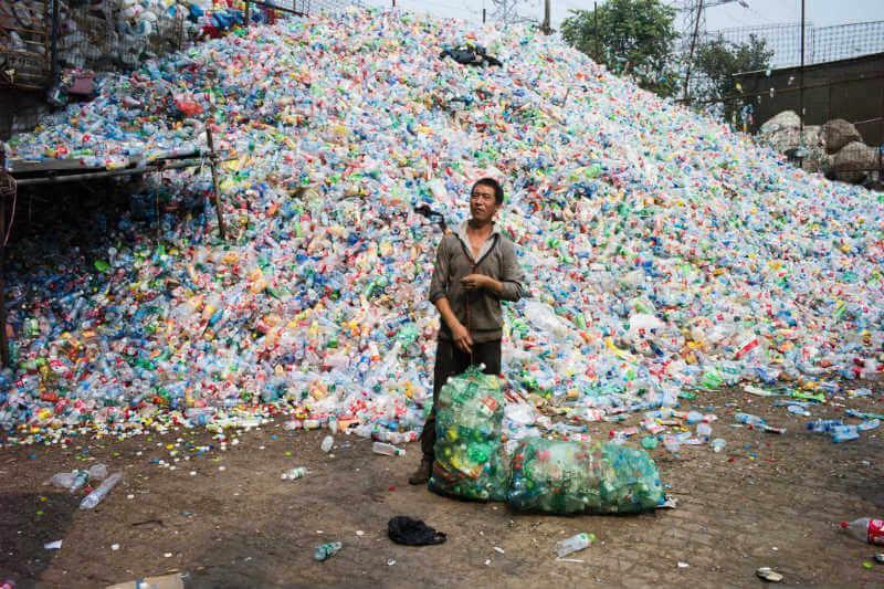La prohibición cubre las importaciones de 24 tipos de desperdicios sólidos como parte de un esfuerzo de limpieza y campaña en contra de la basura extranjera.