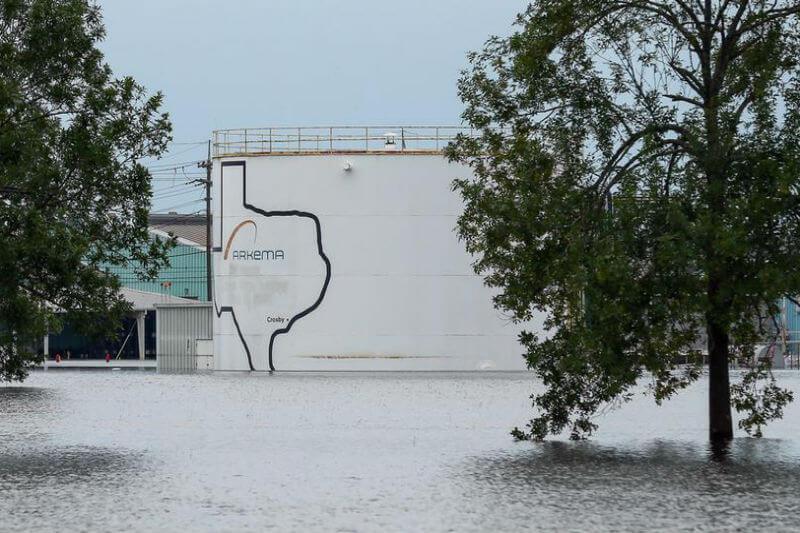 Es probable que las inundaciones en todo el país empeoren debido al cambio climático y 2,500 sitios de productos químicos están en riesgo de derrame.