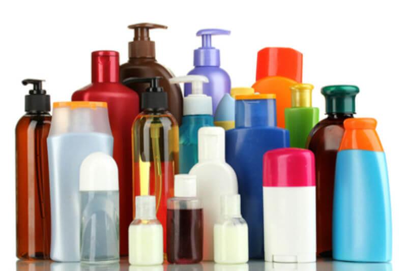 Se estima que las sustancias químicas de productos para el hogar se dispersan en el aire donde reaccionan en la atmósfera para formar los contaminantes dañinos.