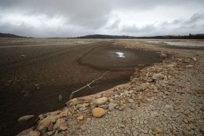 """""""Debemos continuar reduciendo el consumo de agua, a no más de 50 litros por persona, si queremos evitar el Día Cero"""", concejal Ian Neilson."""