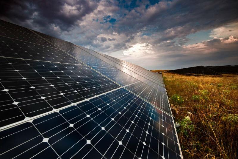 El presidente impondrá un arancel del 30% sobre módulos solares importados para proteger a los trabajadores estadounidenses, pero resulta todo lo contrario.