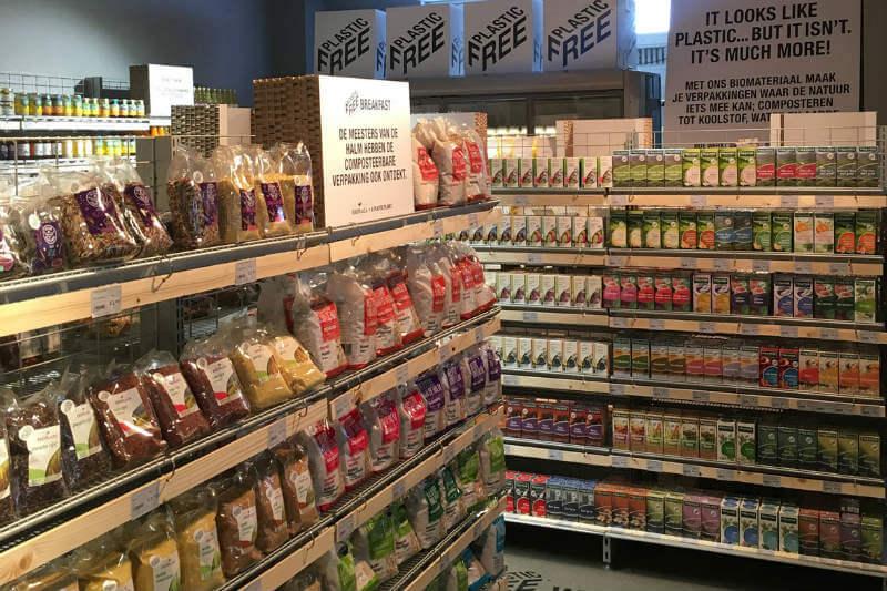 Los empaques en el supermercado Ekoplaza, en Holanda, son de materiales degradables, vidrio, metal o cartón.