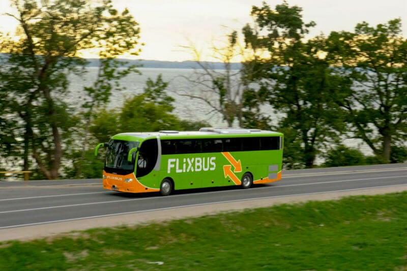 Los nuevos autobuses de 60 plazas con motor eléctrico, circularán por la línea Paris-Amiens, unos 170 km por recorrer sin una gota de gasolina.