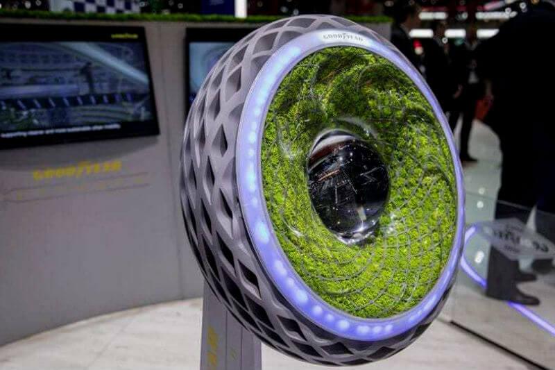 El neumático llamado Oxygene integra musgo vivo para ayudar a mejorar la calidad del aire mientras viajas y está impreso en 3D con neumáticos reciclados.