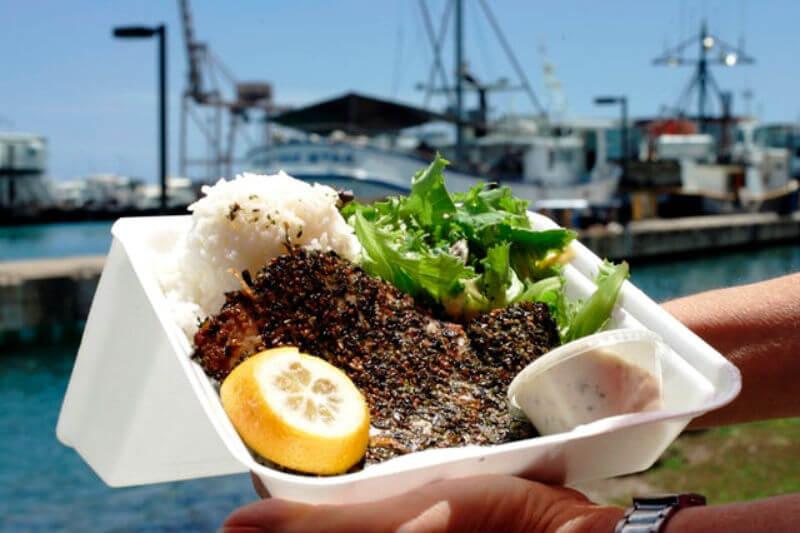 La legislatura de Hawái busca lograr la primera prohibición estatal de los Estados Unidos sobre este tipo de empaque que es tóxico para la vida marina.