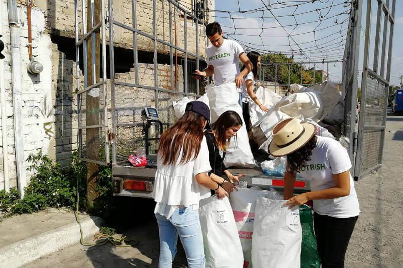La empresa social genera ingresos y una cultura de reciclaje en comunidades marginadas del país gracias a su sistema de trabajo.
