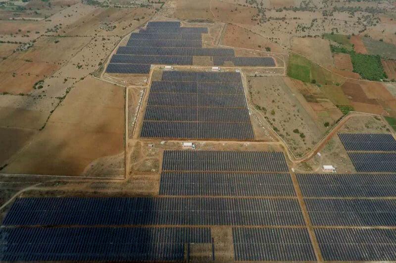 Gracias a la nueva central de 2 GW, el estado de Karnataka, en sólo 4 años, aumentó su capacidad fotovoltaica total instalada de 14 mil MW a más de 23 mil MW.