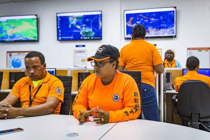 La isla está mejorando su sistema de alerta temprana, realiza simulacros de terremoto y asegura que los lugareños revisen niveles de los ríos como prevención.