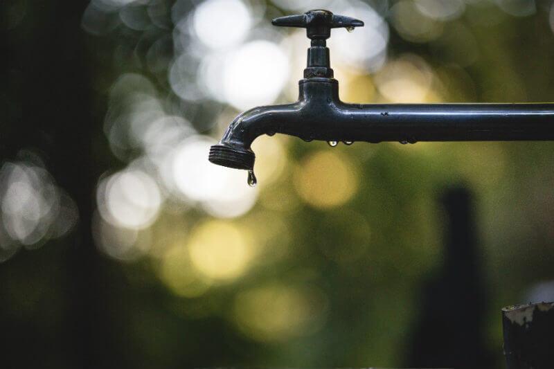 """""""El agua debe estar en el centro del desarrollo sustentable"""" pues sin ella no habrá ni crecimiento económico ni la necesaria inclusión social, Jaime Holguín. - Foto por Luis Tosta / Unsplash"""