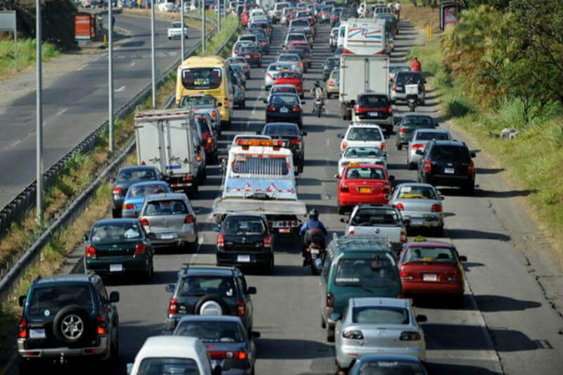 Gobierno proyecta la entrada de buses colectivos eléctricos para rutas principales y la colocación de red de cargas eléctricas para autos en el país.