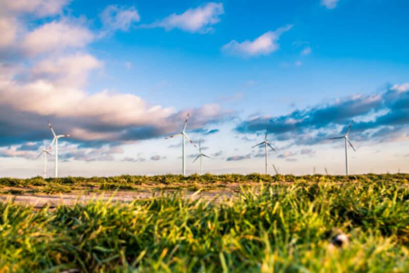 Datos del MIT revelan que para atender la demanda energética, para medio siglo, sería necesario instalar 120,000 millones de paneles solares de 250 vatios.
