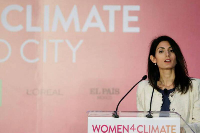 Alcaldesas y líderes ambientales discuten los efectos de las emisiones en las ciudades en la cumbre C40 realizada en la capital mexicana.