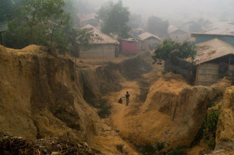 Más de medio millón de refugiados en Bangladesh enfrentan amenazas de inundaciones y deslizamientos de tierra por las primeras tormentas de la temporada.