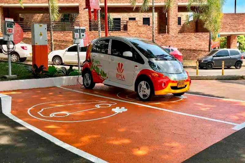 Gracias a la compañía Celsia, tres universidades y una empresa son ahora escenario de carga de autos eléctricos, en Bogotá, Cali y el Valle de Aburrá.