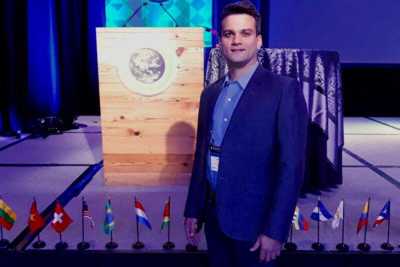 Andrés Freites creó la empresa EcoSupply para ofrecer productos que permiten un estilo de vida de bajo impacto, ecoeficiente, al generar menos basura.