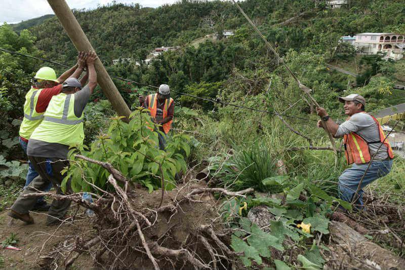 El administrador de FEMA dijo que se necesitarán aproximadamente $50 mil millones para ayudar a reconstruir la isla, que no está lista para otro desastre.