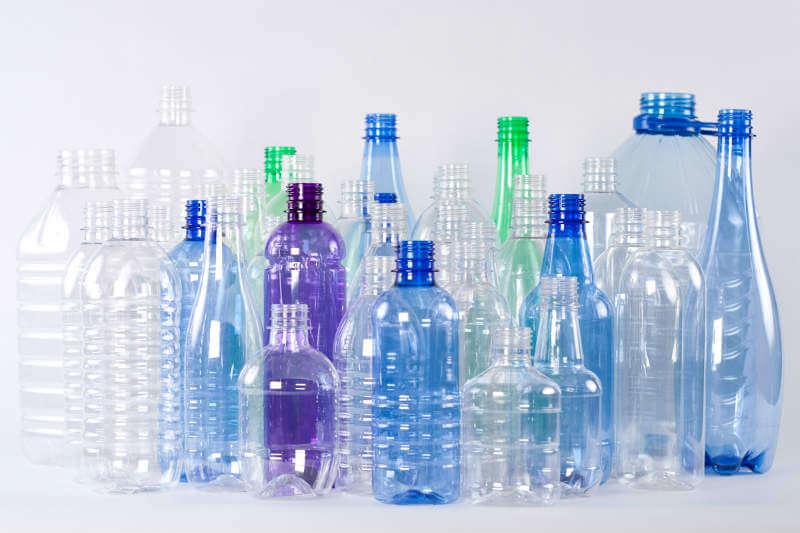 El avance, impulsado por el descubrimiento de insectos comedores de plástico en un basurero japonés, ayudaría a resolver la crisis de contaminación plástica.