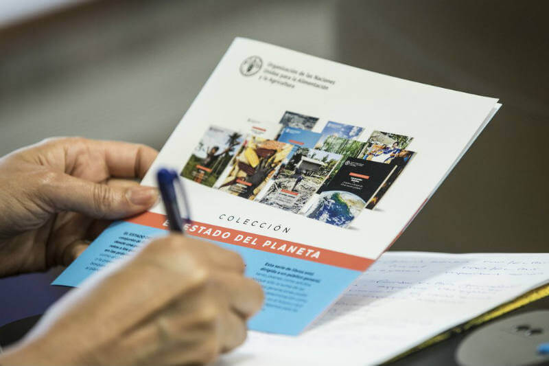 EL PAÍS y la FAO presentan una colección de 11 libros para redoblar la atención sobre realidades como el cambio climático, hambre y migraciones.