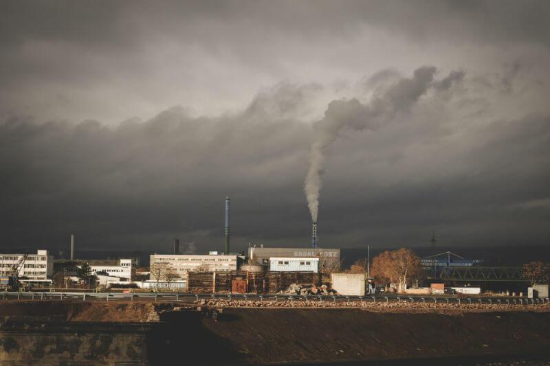 Estudio muestra que quince ciudades de Asia y África podrían evitar, cada una, al menos un millón de muertes prematuras este siglo, si reducen sus emisiones.