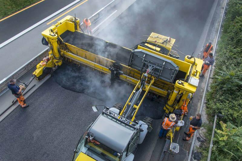 La tecnología TonerPave usa una mezcla que emplea 100 cartuchos de tóner de impresoras usados por cada tonelada de asfalto, reduciendo así la producción de CO2.