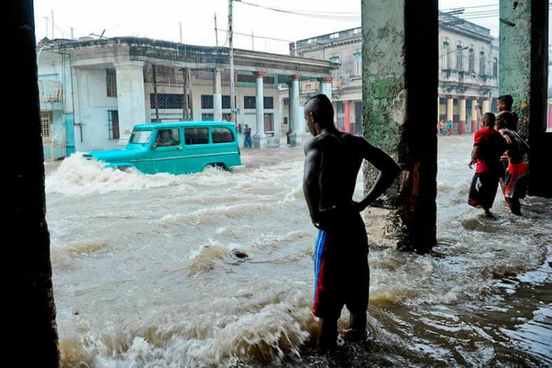 La región central de la isla quedó incomunicada debido a las lluvias y la crecida de ríos en las provincias de Villa Clara, Sancti Spíritus y Cienfuegos.