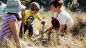 Por medio de encuentros, talleres y actividades, la organización reconecta a los participantes con la tierra y así logra generar una conciencia ambientalista.
