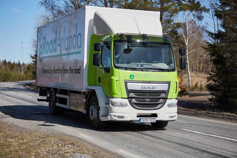 El consorcio eRoadArlanda ha diseñado y creado la carretera eléctrica de 2 km en la zona del aeropuerto de Arlanda, a las afueras de Estocolmo.
