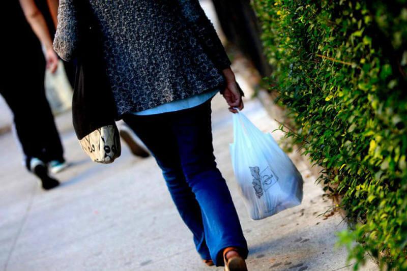 Con 38 votos a favor, el Senado aprobó en particular el proyecto de ley que prohíbe y sustituye progresivamente las bolsas plásticas en Chile.