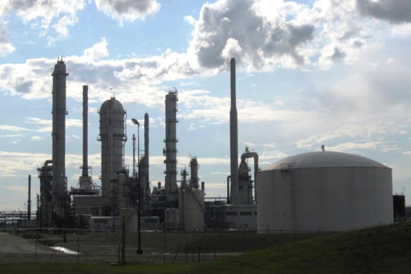 Cambios en la mezcla de combustible y mejoras en la tecnología de generación de electricidad han llevado al sector energético a reducir su consumo.