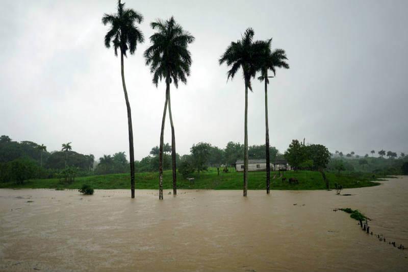 El huracán Alberto ha dejado inundaciones en el centro de Cuba, el desbordamiento de un río en El Salvador y fuertes precipitaciones en Florida.