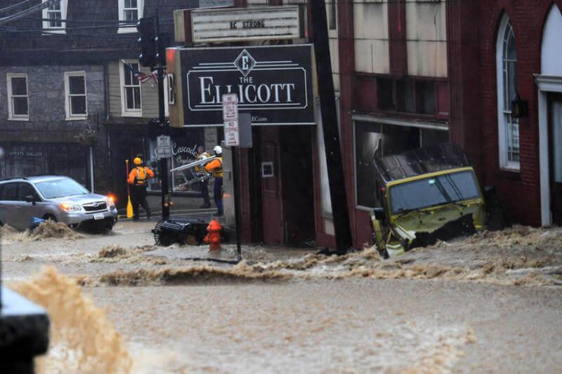 La calle principal de la ciudad del estado se convirtió en un río bravo, el agua llegó al primer piso de varios edificios, no se reportaron víctimas.