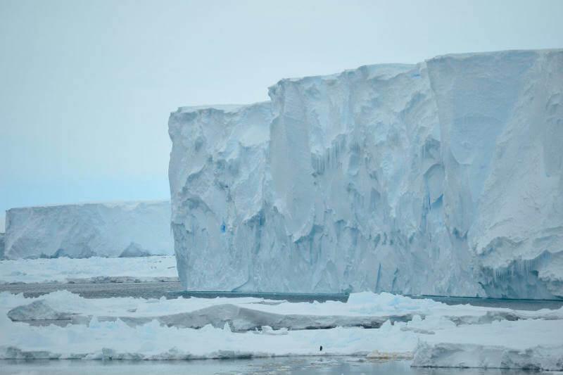 Nuevo estudio muestra que la fusión de los glaciares antárticos está refrescando el agua que los rodea, lo que trastornaría la circulación de los océanos.