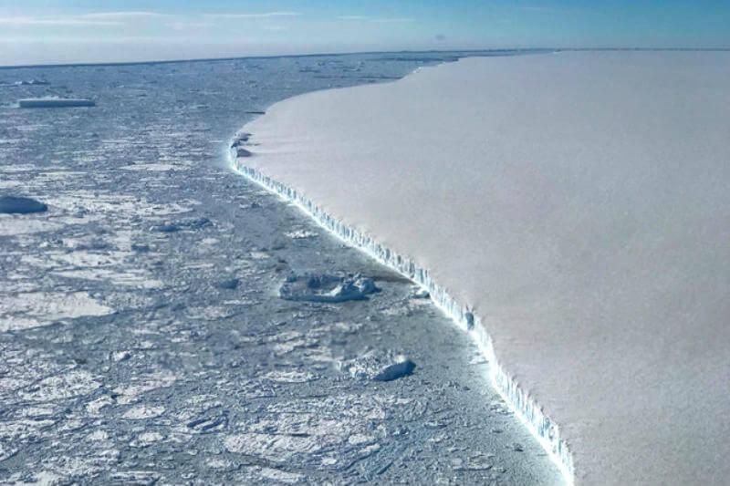 Estudio muestra que el derretimiento de las capas de hielo del continente austral se ha acelerado desde 2007, contribuyendo al aumento del nivel del mar.