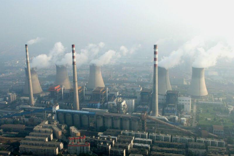 Científicos sugieren que para alcanzar sus objetivos de reducción de emisiones, China debe centrarse en limpiar plantas de energía y fábricas en las ciudades.