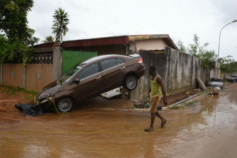 Debido a las fuertes precipitaciones que han azotado la ciudad de Abiyán las autoridades se mantienen en alerta para evitar que el número de fallecidos crezca.