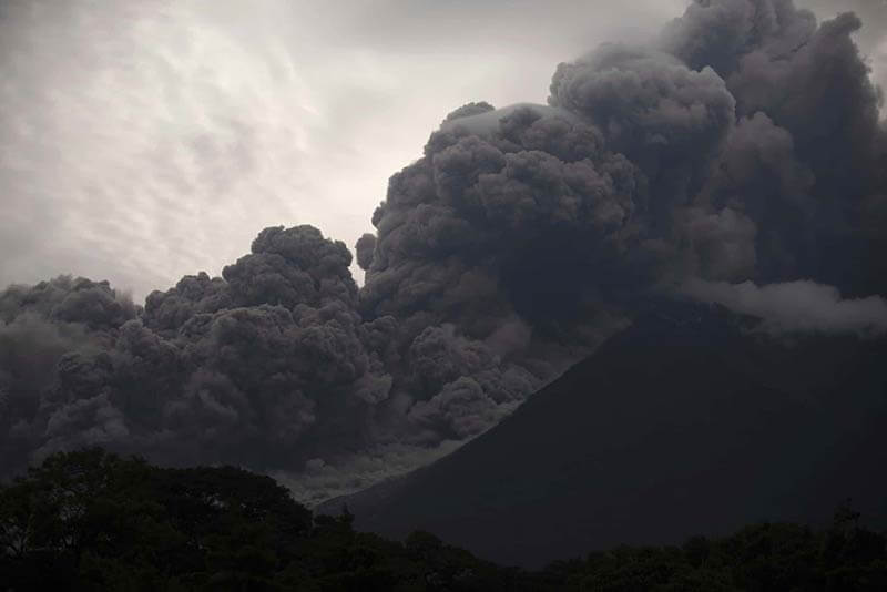 Erupcion Volcan Fuego-Santiago-Billy_AP