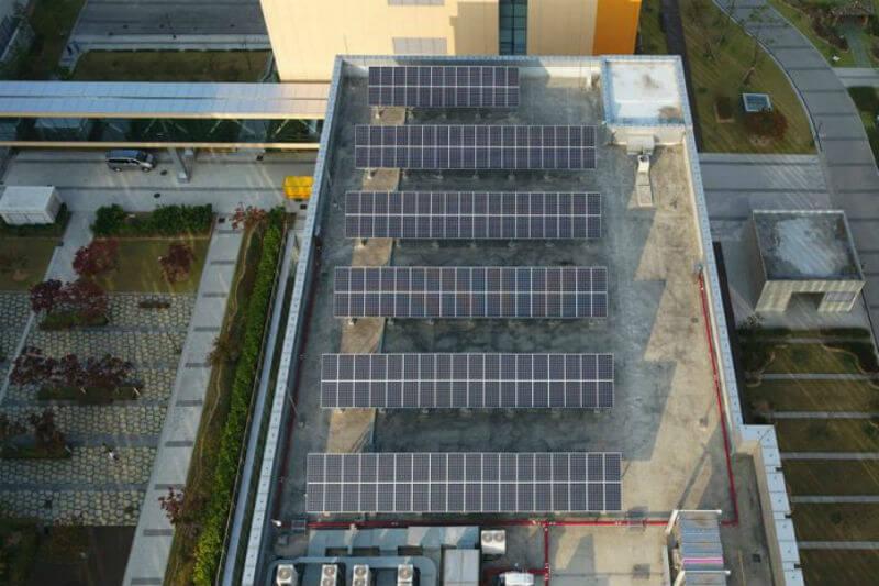 El plan consiste en instalar 42,000 m2 de paneles solares en Samsung Digital City a partir de este año e incrementar esa cantidad a partir de 2019.