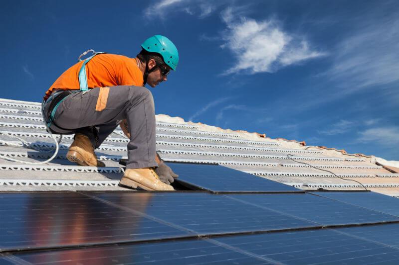 El Gobierno y distribuidoras de electricidad anunciaron que lanzarán una licitación para el suministro de 28MW de energía renovable en los próximos dos años.